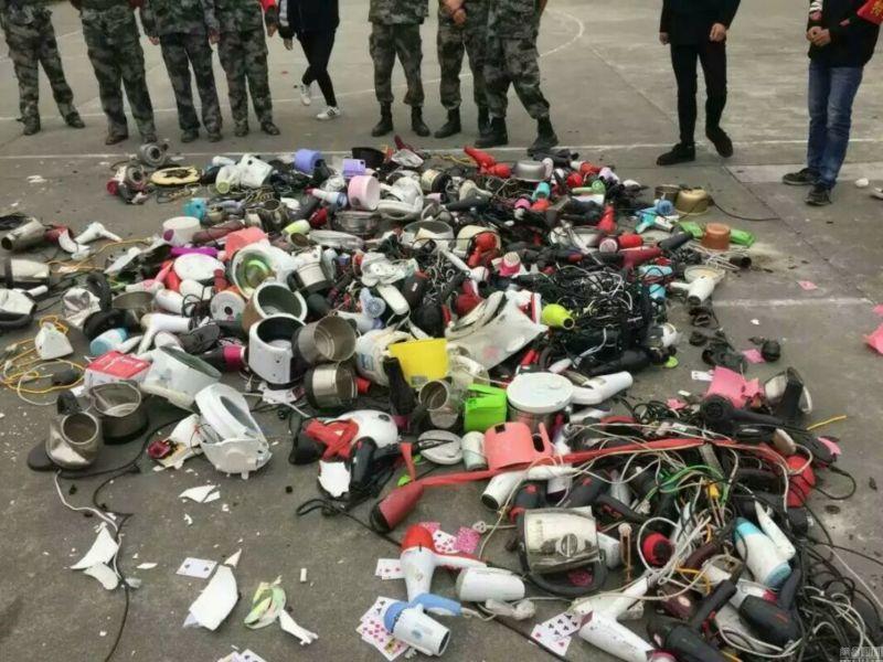 Администрация китайской школы порубила топором ...!