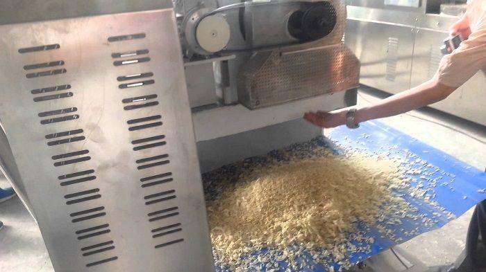 Как китайцы делают фальшивый рис из картошки и пластика!